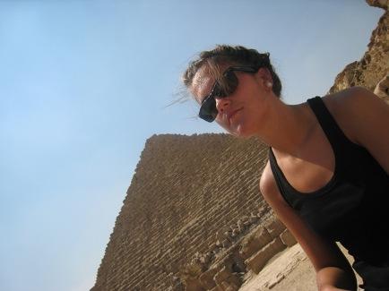 piramide_aurrean